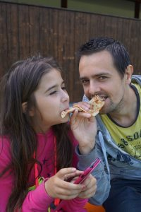father-daughter-pizza